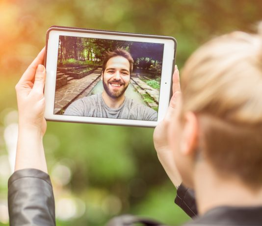 10 Ways to Survive a Long Distance Relationship